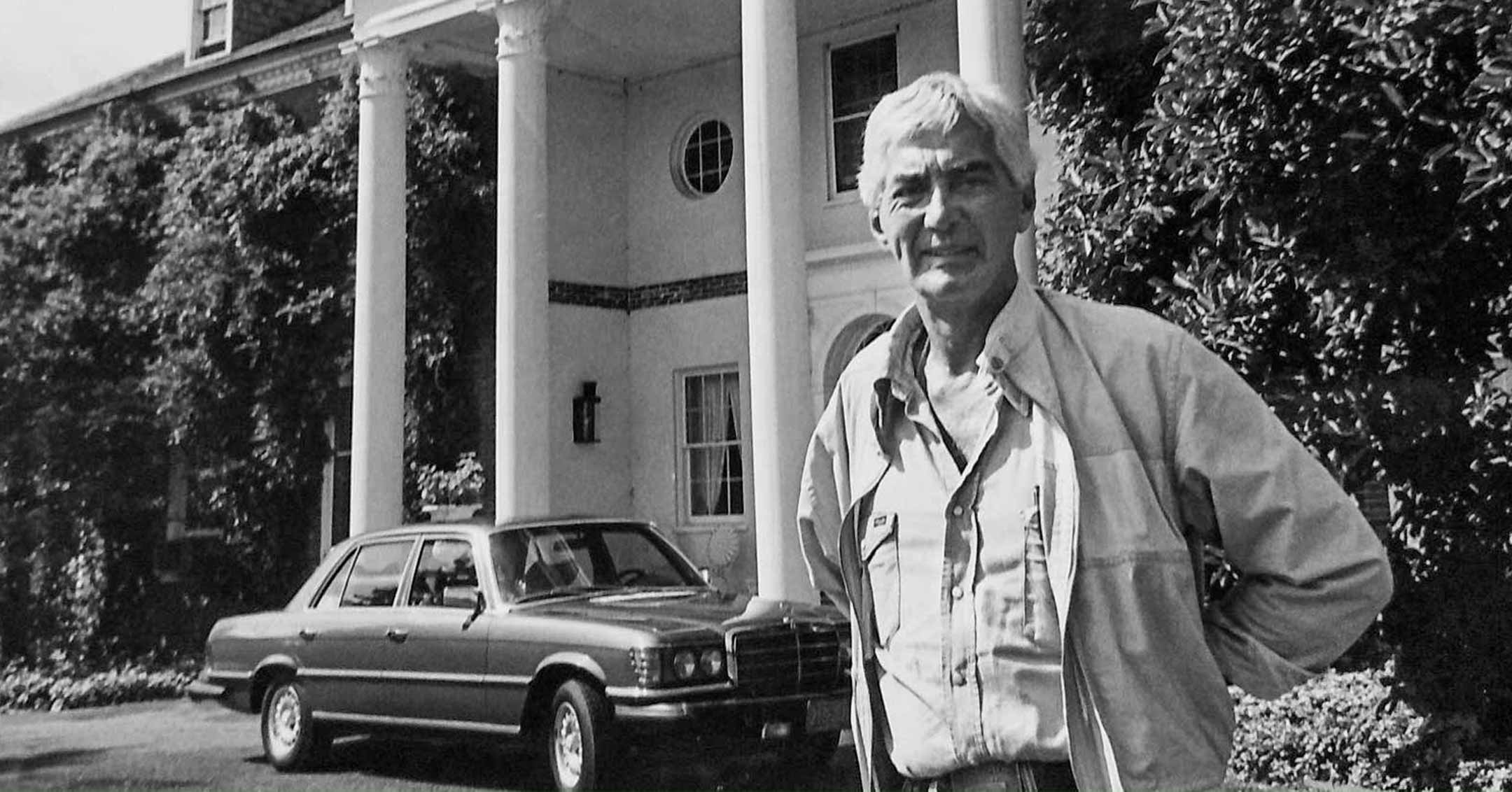 John DeLorean at NJ mansion | DeLoreanDirectory.com